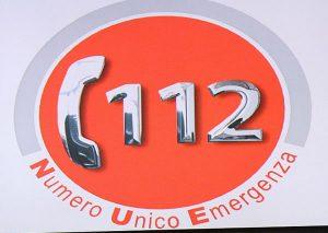 Cornetta telefonica con accanto il numero 112