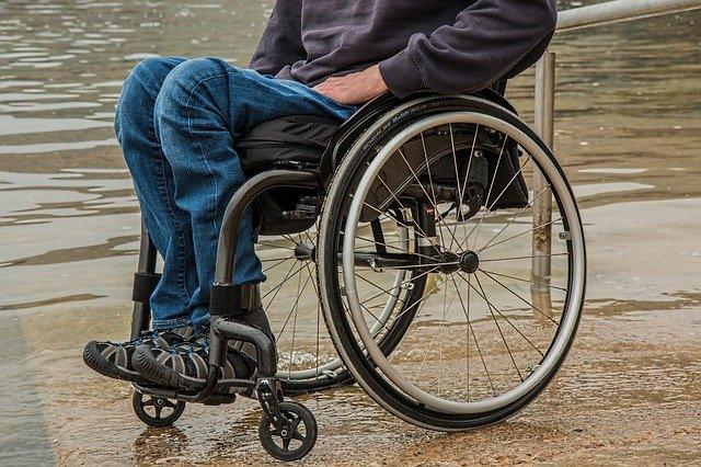 carrozzina acqua rischio alluvione per Disabilità e disastri